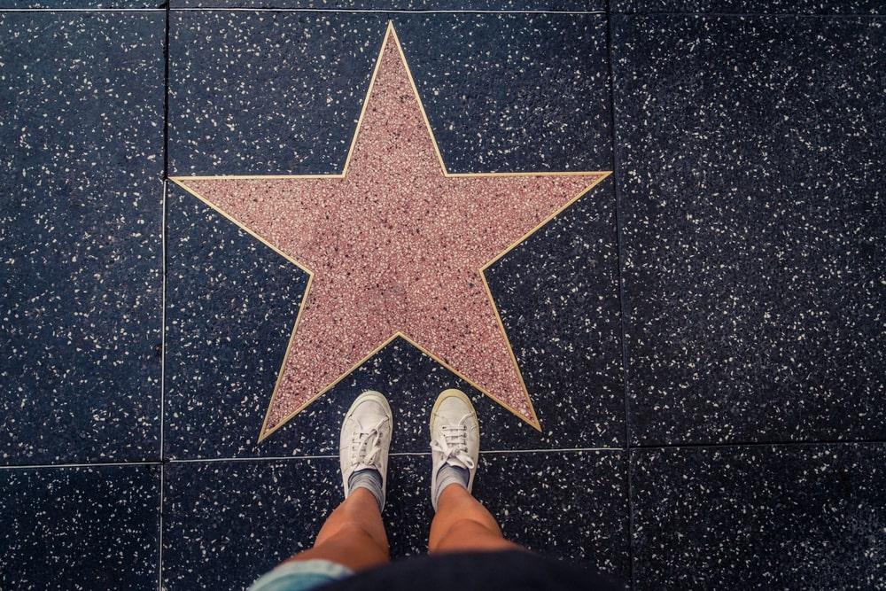 Cantantes con estrella en el paseo de la fama