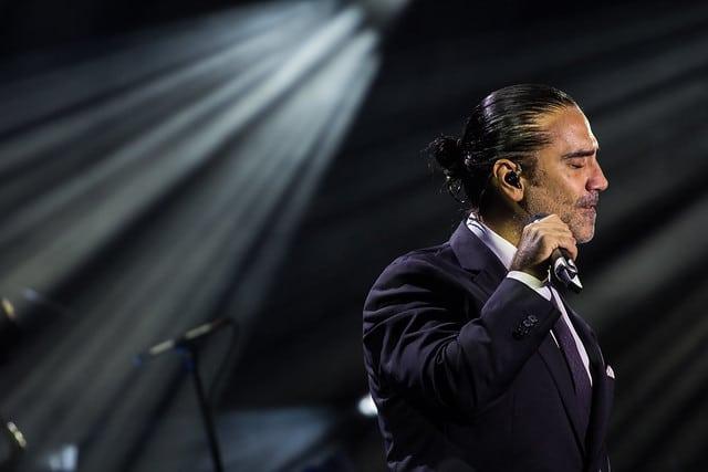 ALEJANDRO FERNANDEZ cantante nacido en los 70
