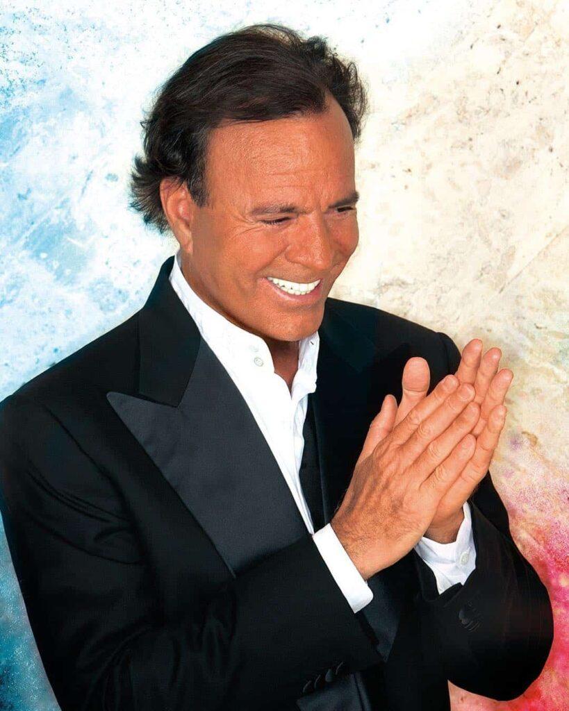 Julio iglesias uno de los mejores cantantes españoles de todos los tiempos