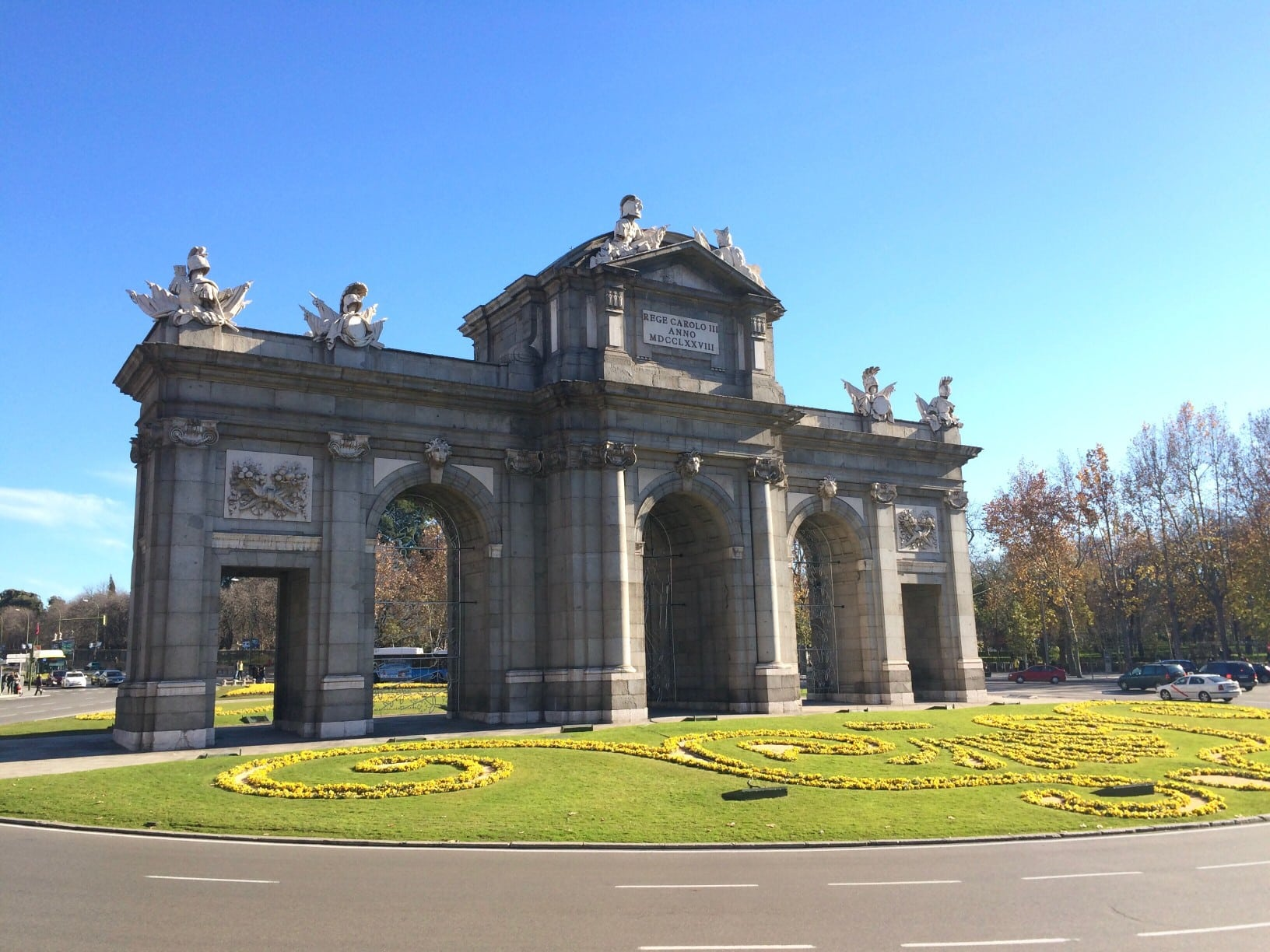 La puerta de Alcalá en Madrid - pide tu transfer