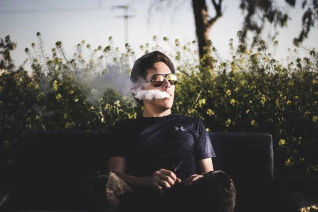 vapeando para dejar de fumar tabaco