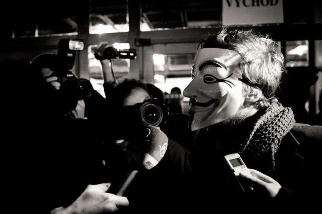 Anonymous señala a famosos vinculados con Pizzagate